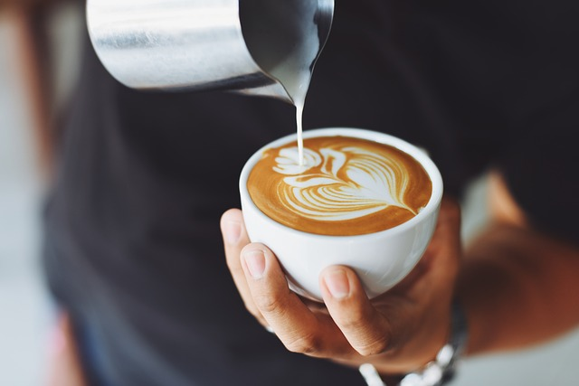 Mini Kühlschrank Für Kaffeeautomaten : Exquisit kb a minikühlschrank weiß a euronics